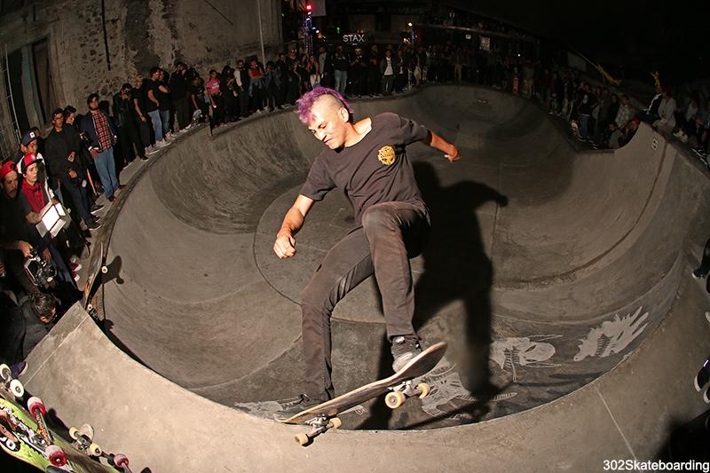 Cristan Huerta se llevo el best trick con este fs nosegrind en el Rabioso Bowl