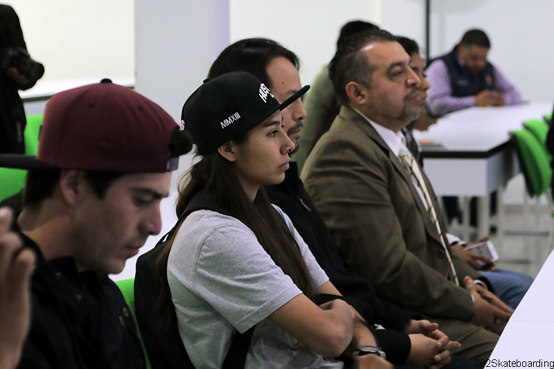 Berenice Martínez muy atenta