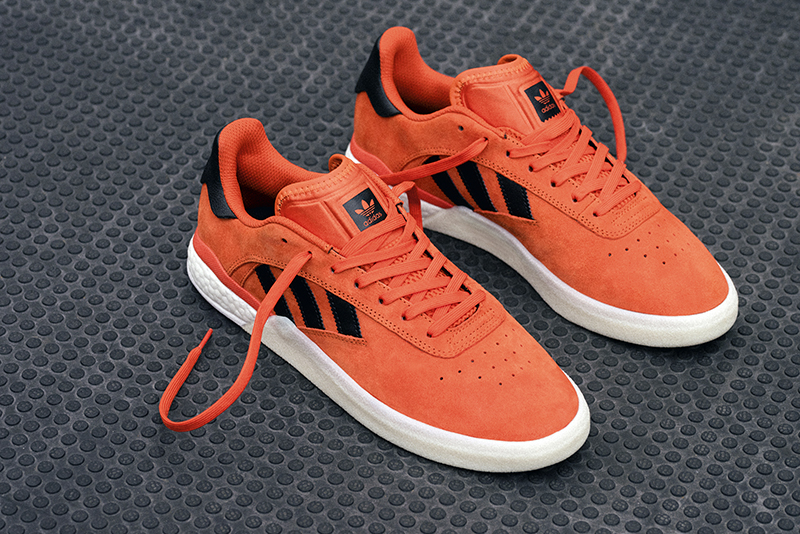 +H22051-3ST004_FOOTWEAR_ORANGE_DB3150_01936-458222